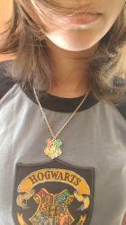 Colar Pingente Escola Hogwarts